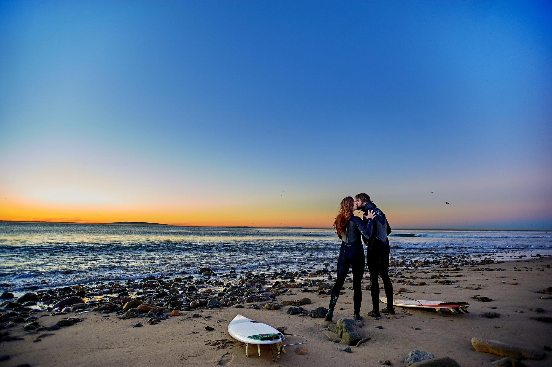 surfers_kiss_topanga_california